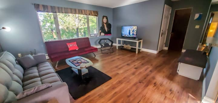 Updated Great Falls 2BR! Ping Pong/Pool Table!