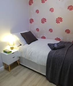 Comfortable single room, great location &breakfast
