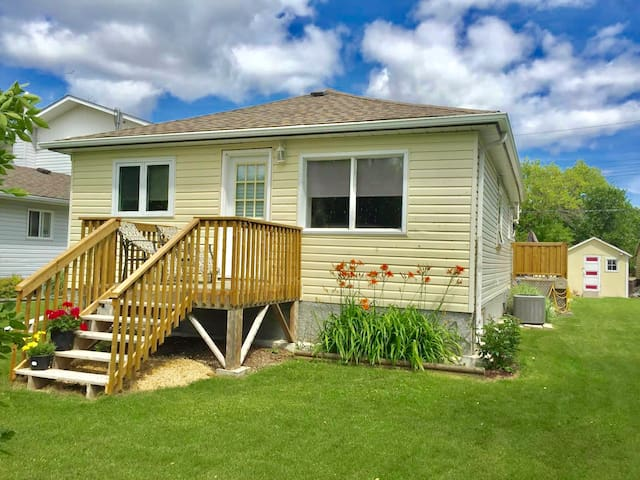 In Gimli a Cozy 2 bedroom house in winter/ summer.