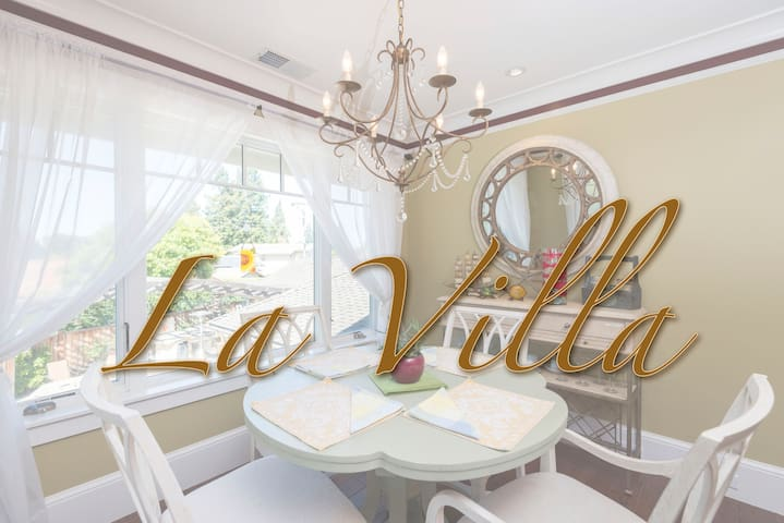La Villa! Upscale urban getaway with fireplace
