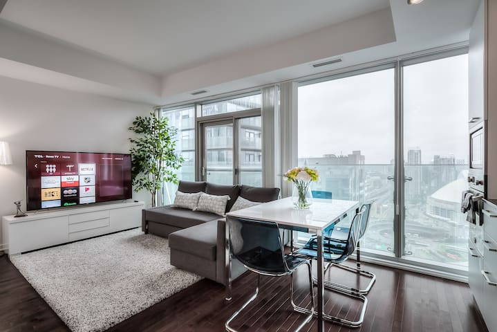 New downtown 30+ floor condo w CN Tower view