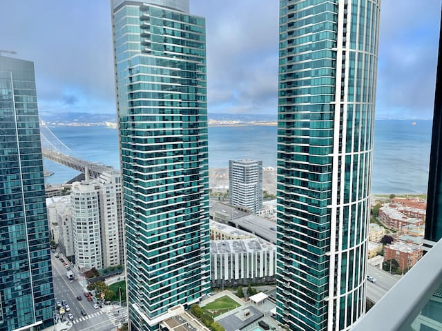 Luxury room at penthouse in Rincon Hill