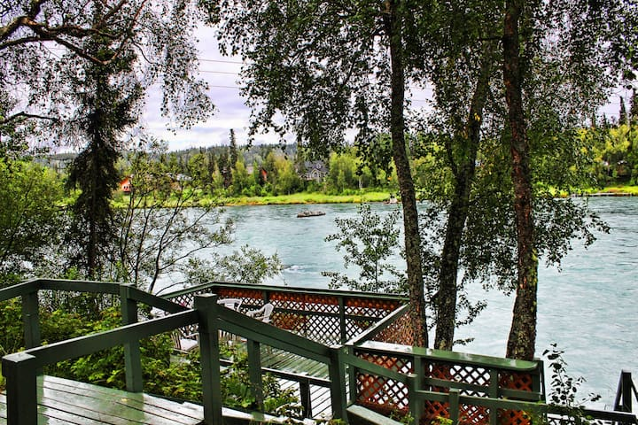 PRIVATE FISHING DOCK!! 3 bed 2 bath
