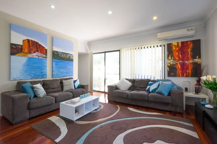 2BD Townhouse close to everything! - Annerley - 단독주택