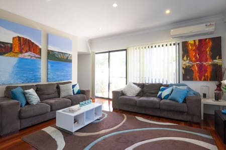 2BD Townhouse close to everything! - Annerley - Ház