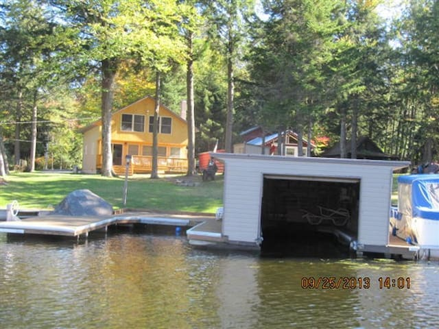 Large ADK Waterfront Cottage - Old Forge - Casa