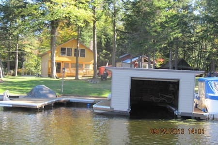 Large ADK Waterfront Cottage - Old Forge - 独立屋