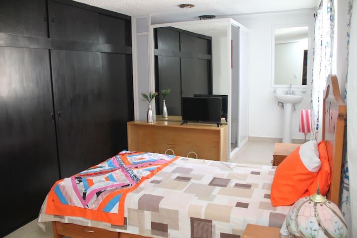 Habitación confortable con baño propio y servicios