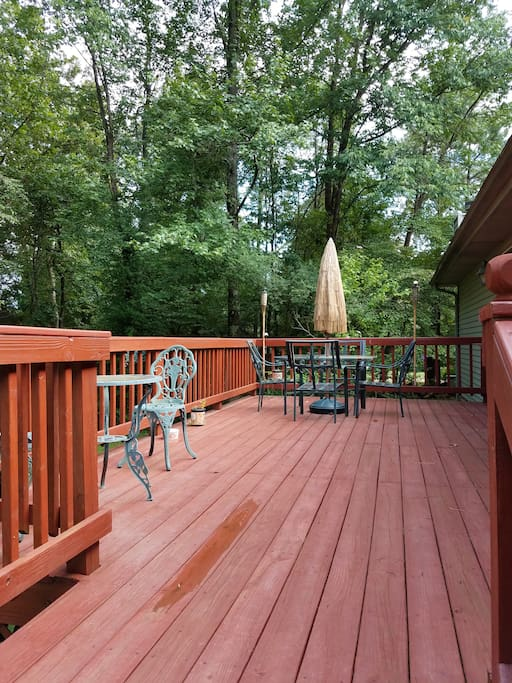 deck to backyard