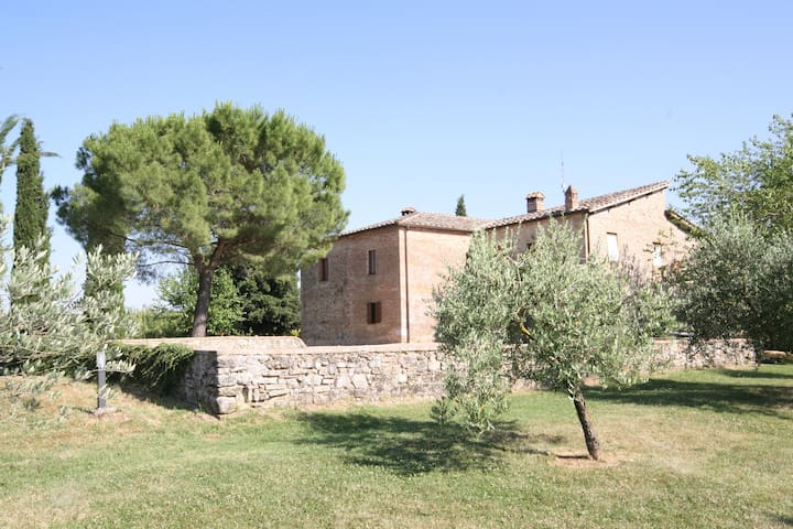 House with splendid views, 15 minutes from Siena - Monteriggioni - Apartamento