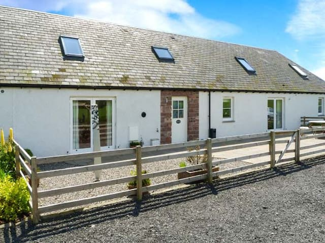 MUIR IOSAL, pet friendly, with a garden in Blairgowrie, Ref 28089