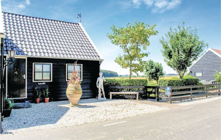 Holiday cottage with 2 bedrooms on 30m² in Zuid-Beijerland