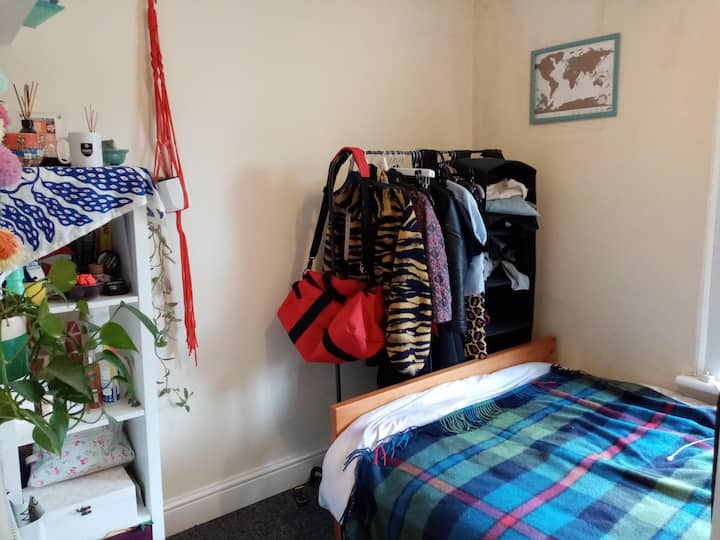 Cosy room in friendly East London house share.