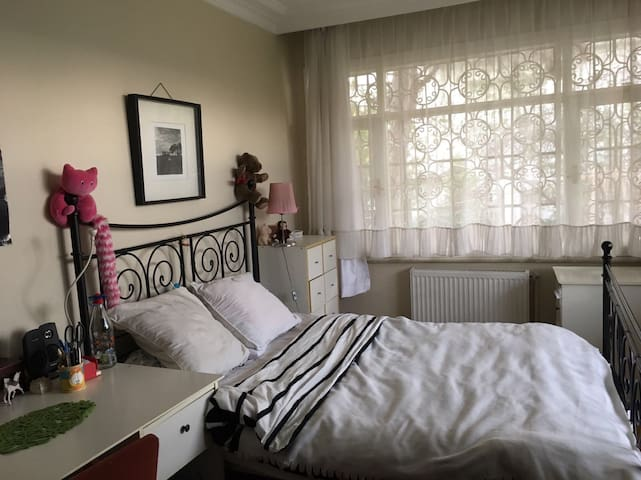 Privateroom with garden and Bosphorus view in city