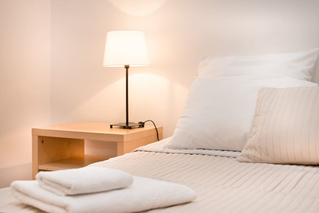 Bedroom: Fresh and crispy linen - fluffy towels are provided