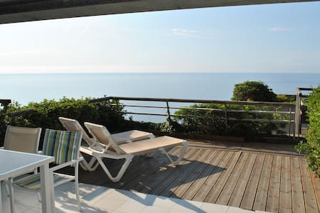 Sea view Terrace apt, sleeps 4-6, near Monaco
