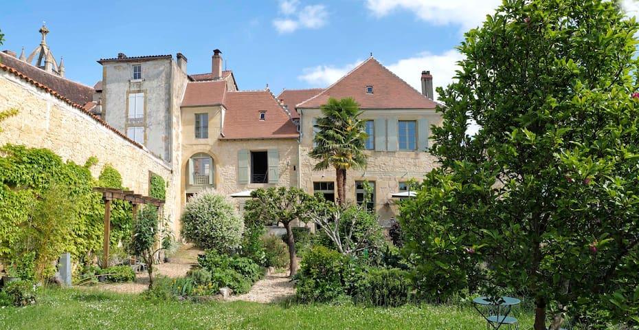 Les Troubadours chambres d'hôtes en Périgord Vert - Excideuil - Rumah Tamu
