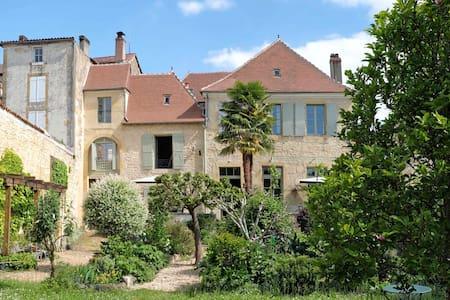 Les Troubadours chambres d'hôtes en Périgord Vert - Excideuil - 게스트하우스