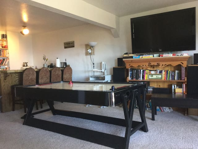 1BD Lakeview Lock-Off with Sauna Game rm & Bar - Stateline - Apartment