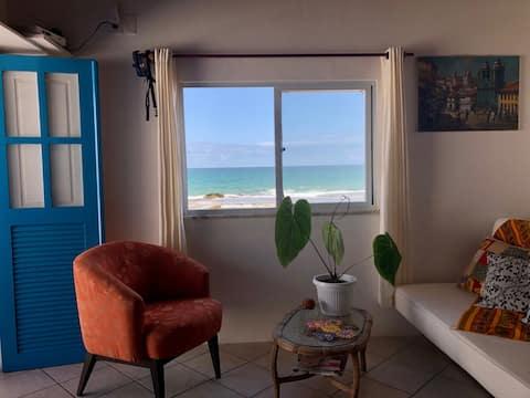 Apartamento frente mar no centro de Arembepe, BA