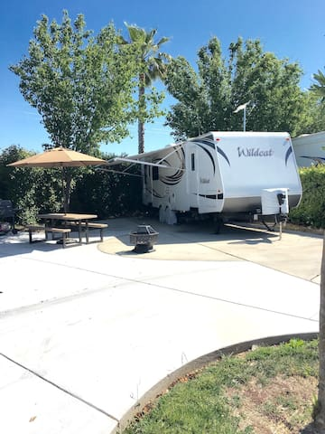 Cute 27 ft RV with Free Golf