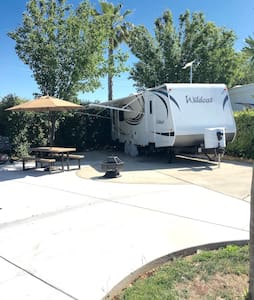 Cute 27 ft RV with Free Golf - Chowchilla