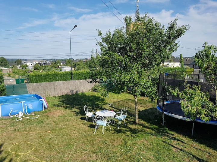 Terrain pour camper tranquille dans grand jardin