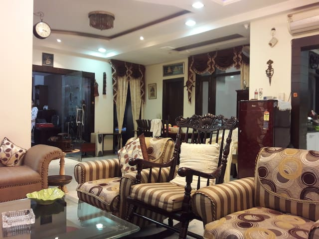 Luxury & Comfortable Homestay in Pitampura, Delhi