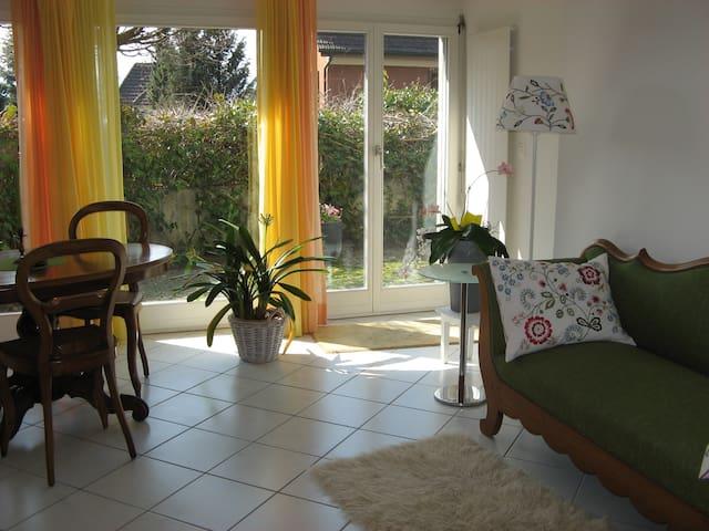 Küsnacht ZH 2,5 Zi-Wohnung Garten und Garage