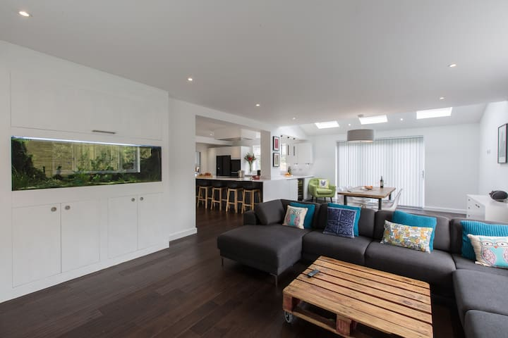 Stunning open plan modern family home near London - Thames Ditton - Casa