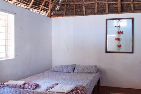 Beachside family room with toilet - Narmatha - Bommayapalayam