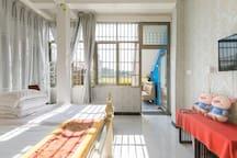 免费接送迪士尼和地铁站 野生动物园 海昌公园 超大床 带独卫浦东机场有偿接 免费停车空调 含早餐