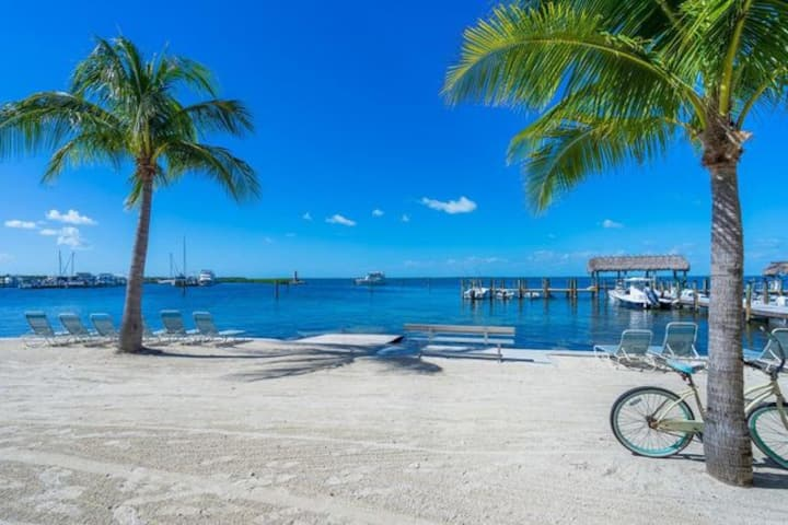 2 BDR ISLAMORADA HOME in WATERFRONT-BEACH ACCESS!!