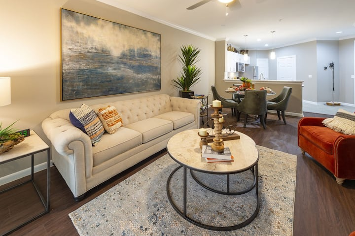 Live + Work + Stay + Easy | 2BR in The Woodlands