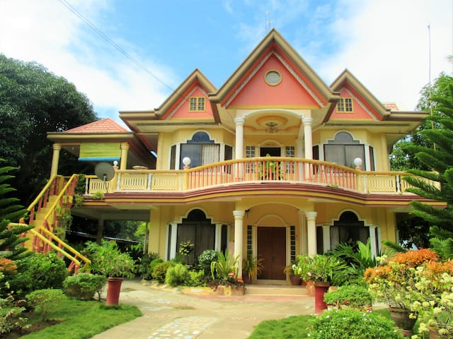 ENTIRE HOME with Swimming pool - SAMAL ISLAND - Haus