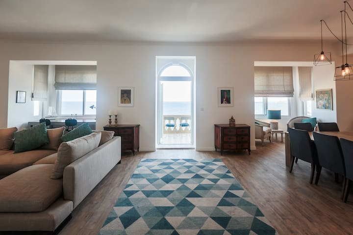 MASSIVE 4 bedrm 4 bathrm SEAFRONT apt in SLIEMA
