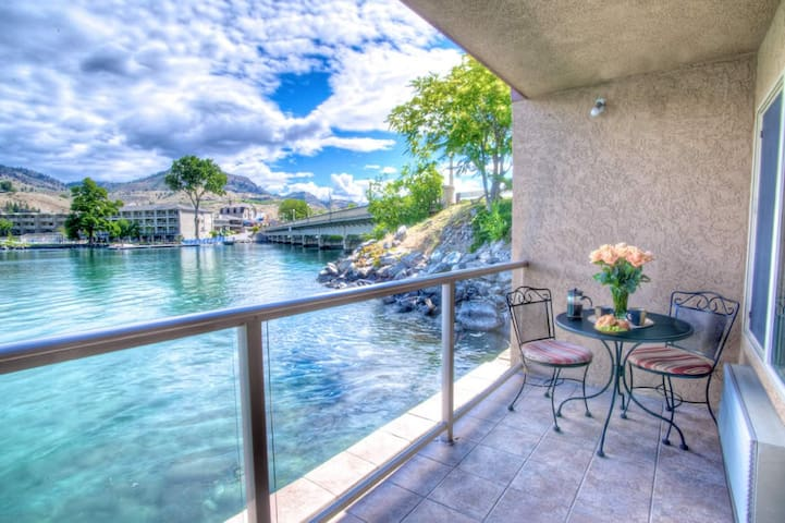 King Parlor Jacuzzi Suite - Chelan - Appartement en résidence