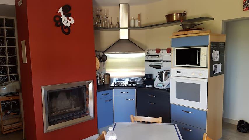 La cuisine en usage partage avec les propriétaires