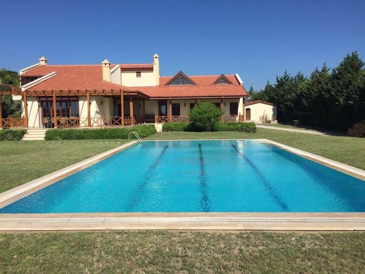 Datça Kızlan'da bahçe içinde özel havuzlu villa