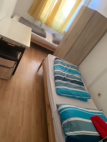 Private room not far fr. centrl train station KL-2