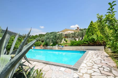 House with private pool 50km northern of Rome