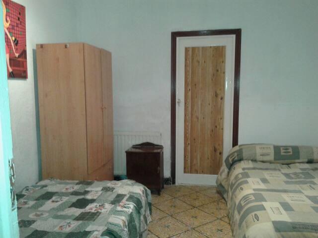 Habitación con dos camas (r) - Argamasilla de Alba
