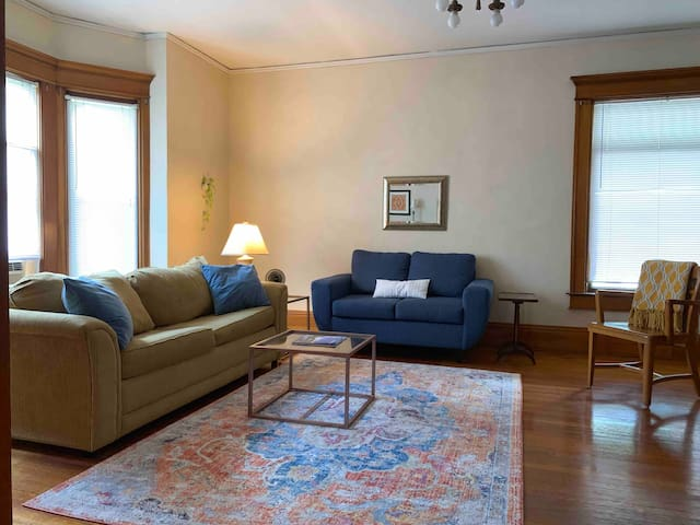 1900 Historic Charm Near Downtown! Self check-in.