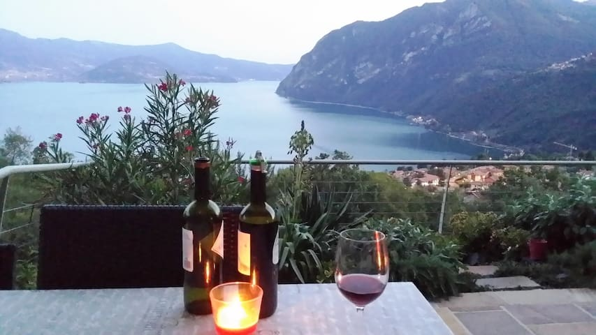 Modern, atemberaubender Seeblick und Pool - Solto collina - Byt