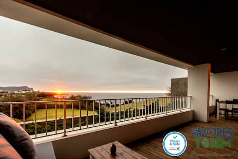 Quinta do Mar - Watch The Sun Rise Over The Ocean
