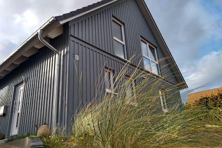 Haus auf dem Berg - mit Meerblick