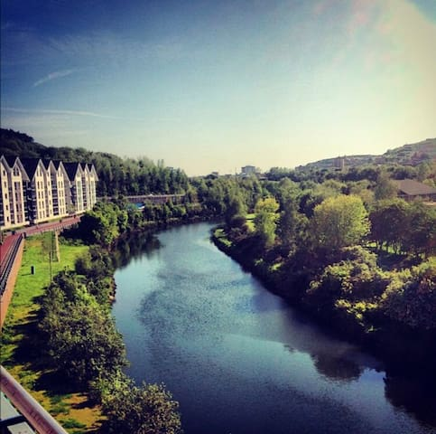 2 bedroom modern apartment on the River Tawe