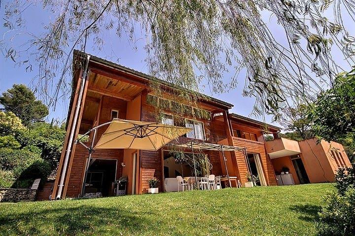 Chambre sur toit terrasse-privé, calme et piscine - Mougins - House