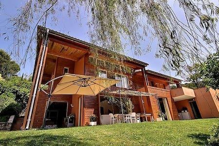 Chambre sur toit terrasse-privé, calme et piscine - Mougins