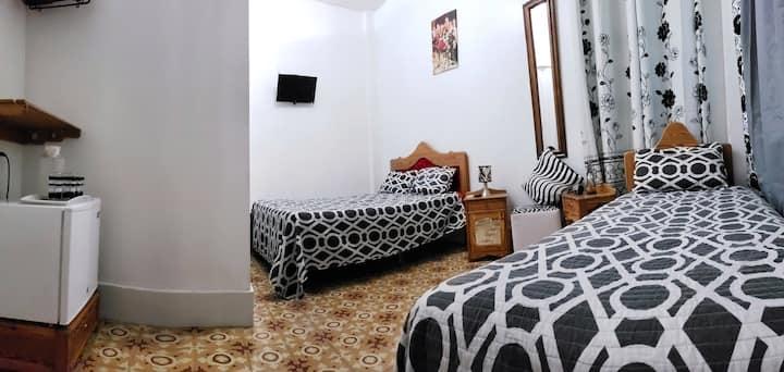"""Casa """"Los Amilcar"""". Centro Hab. Hab  2. WIFI 24 h."""